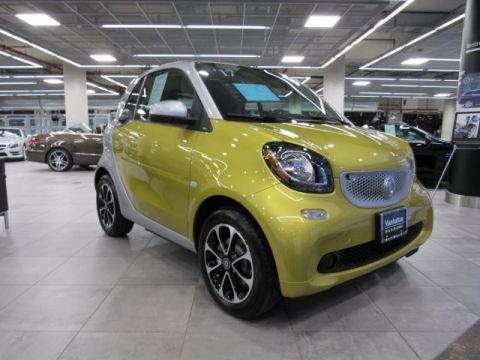 Certified Pre-Owned 2017 smart smart fortwo coupe  RWD COUPE